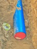 Хоронить трубопровод водоснабжения Обслуживание схемы поставок воды из городского водопровода стоковые изображения