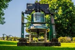 Хороший заповедник коммеморативный колокол в столице государства Augusta, Мейне стоковое фото rf