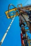 Хороший сверлить для продукции нефти и газ на поле стоковая фотография