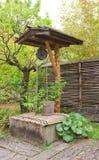 Хорошо в саде Kokoen около замка Himeji, Япония Стоковые Изображения RF