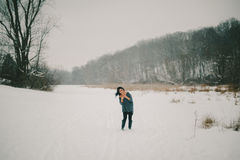 Хохот в поле Snowy Стоковое Изображение RF