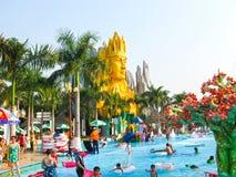 Хошимин, Вьетнам - 10-ое февраля 2011: люди наслаждаются каникулами на сенаторе запруды aquapark Стоковое фото RF