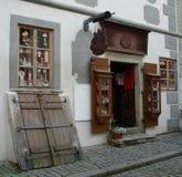Ходите по магазинам в исторической части Cesky Krumlov Стоковое фото RF