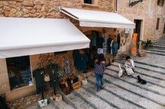 Ходите по магазинам на лестнице к Голгофе в Pollensa, Мальорке стоковые изображения rf