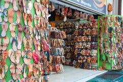 Ходите по магазинам на улице Ermou 3-его августа 2013 в Афинах, Греции. стоковое фото