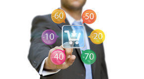 Ходить по магазинам бизнесмена онлайн Стоковые Изображения