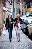 Ходить по магазинам в городе Стоковое фото RF