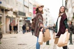Ходить по магазинам женщин Стоковое Фото