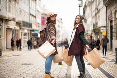 Ходить по магазинам женщин Стоковые Фото