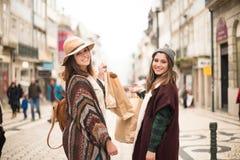 Ходить по магазинам женщин Стоковые Фотографии RF