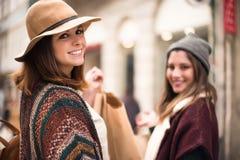 Ходить по магазинам женщин Стоковые Изображения