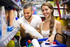 Ходить по магазинам на магазине домочадца Стоковое Изображение RF