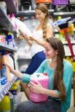 Ходить по магазинам на магазине домочадца Стоковая Фотография