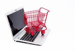Ходить по магазинам онлайн стоковое фото rf