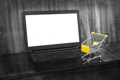 Ходить по магазинам он-лайн стоковые фото
