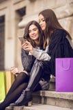 Ходить по магазинам 2 фотомоделей Стоковые Изображения RF