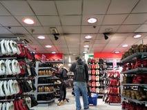 Ходить по магазинам для ботинок стоковое изображение rf