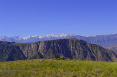 Холмы и горы, Kadamzhai, Кыргызстан Стоковые Фото