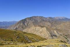 Холмы и горы, Kadamzhai, Кыргызстан Стоковые Изображения