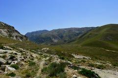 Холмы и горы, Kadamzhai, Кыргызстан Стоковое фото RF