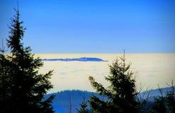 Холм в тумане Стоковое фото RF