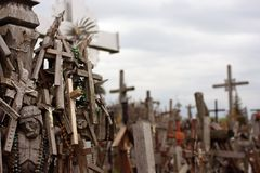 Холм крестов место паломничества в северной Литве стоковые фото