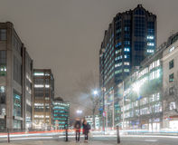 Холм снега, город Бирмингема на ноче стоковая фотография