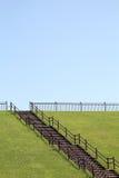 Холм с деревянными лестницами стоковая фотография