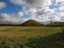 Холм Silbury в Уилтшире Великобритании Стоковые Изображения RF