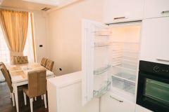 Холодильник в кухне Стоковое Фото