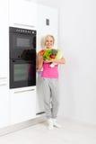Холодильник свежих овощей женщины сырцовый Стоковое Фото