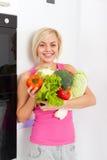 Холодильник свежих овощей женщины сырцовый Стоковая Фотография RF