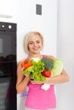 Холодильник свежих овощей женщины сырцовый Стоковое Изображение
