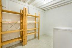 Холодная комната в подвале Стоковое Изображение