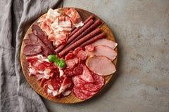 Холодная копченая плита мяса стоковое фото rf