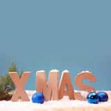 Холодная предпосылка Xmas сини с снегом Стоковые Изображения RF