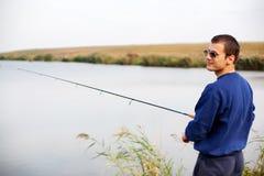 Холодная рыбная ловля парня Стоковое фото RF