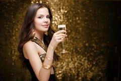 Холодная элегантная праздничная женщина. Стоковое Фото