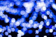Холодное голубое bokeh backround светов на рождественской елке Стоковое фото RF