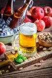 Холодное и свежее пиво яблока Стоковое Фото