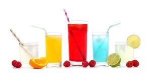 Холодное красочное лето выпивает при плодоовощ изолированный на белизне Стоковое Изображение