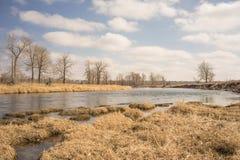 Холодный ландшафт реки смычка осени Стоковая Фотография