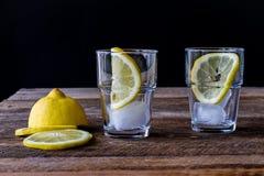 холодный лимон питья Стоковое Изображение RF