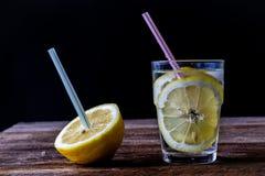 холодный лимон питья Стоковые Изображения RF