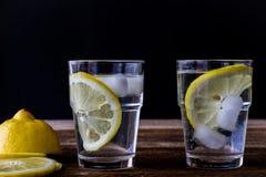 холодный лимон питья Стоковая Фотография RF