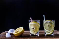 холодный лимон питья Стоковое Изображение