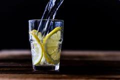 холодный лимон питья Стоковые Фото