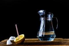 холодный лимон питья Стоковое фото RF