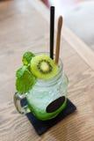Холодный коктеиль кивиа сочный Стоковое фото RF