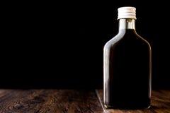 Холодный кофе brew в бутылке стоковые фотографии rf